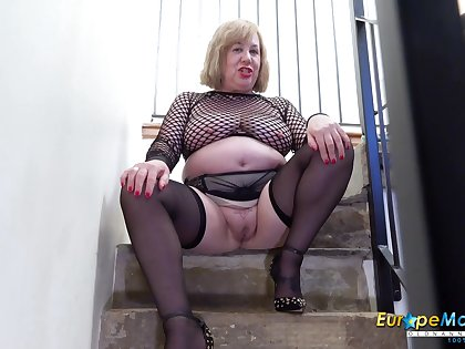 Old BBW cleans up her pee from the stairs check tick off masturbating