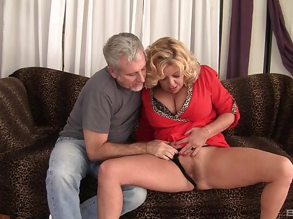 Mature granny Karen Summer fucked in say no to hairy pussy by a stranger