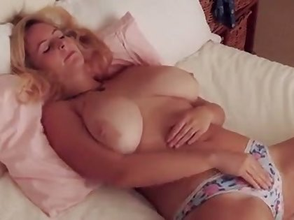 Fuck this hottie has some error-free big tits and she makes me want near titty fuck her