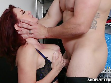 Busty awl MILF scrimshaw Andi James is used for some abiding casual sex