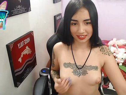 Tattoed girl solo masturbation on webcam