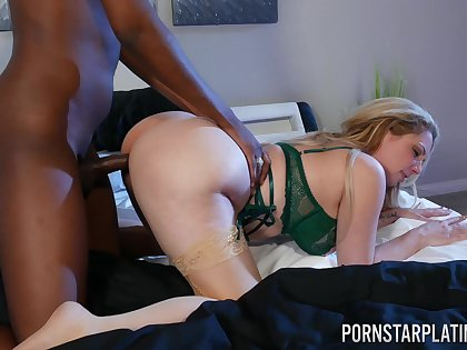 Thick MILF adores a catch heavy BBC spinning so hard inside her cunt