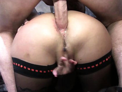 Stockings milf surrounding a threesome